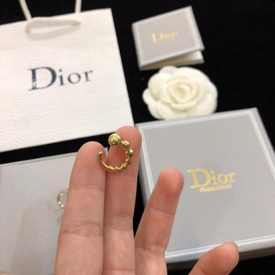 DiorイヤリングDREH110