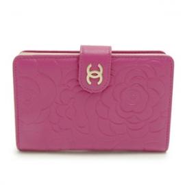 財布 コピー シャネル 財布 レディース二つ折り カメリア型押し レザー ココマーク フューシャピンクA50087