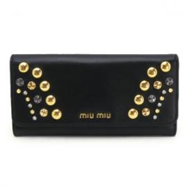 財布 コピー ミュウミュウ 二つ折りフラップ 2013年新作レザー スタッズ ブラック 5M1109