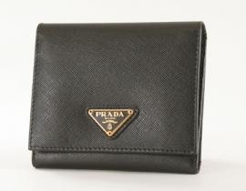 財布 コピー プラダ サフィアーノ ORO 三つ折財布 ブラック 1M0176
