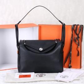 (HERMES) エルメス新型のバッグ、リンディ8838黒
