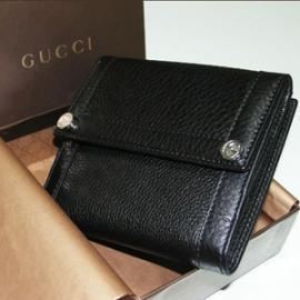 グッチコピー 二つ折り財布 型押しカーフ 233017 A7M0N 1000